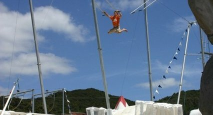 Trapeze - Action World